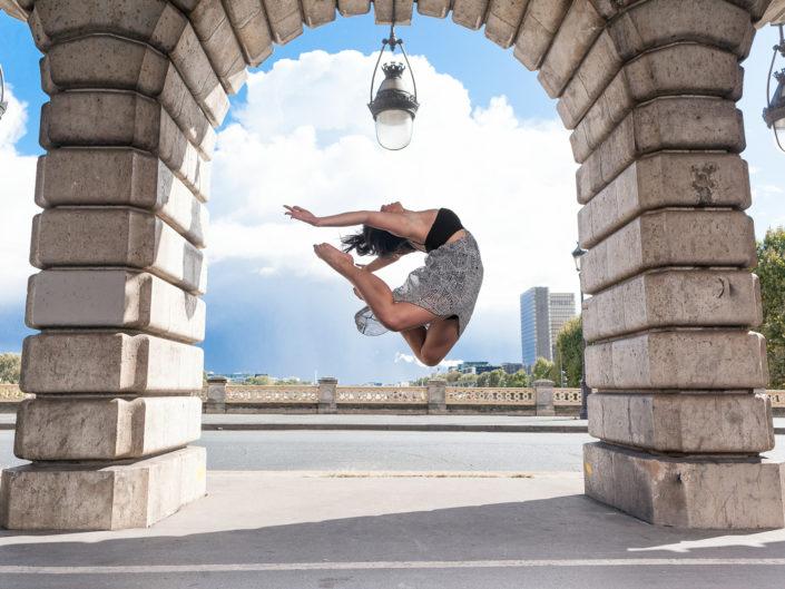 saut entre 2 colonnes du pont de bercy