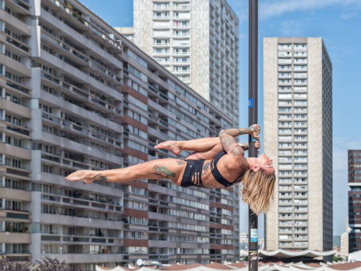 pole danseuse en milieu urbain