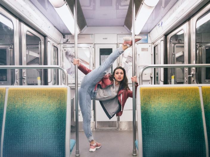 danseuse dans le metro ratp de la ligne 6